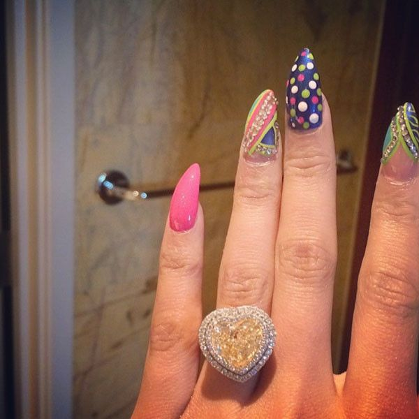 Nicki Minaj Confirms Engagement to Meek Mill With Pic of Giant Heart-Shaped Ring?All the Details on Her 15-Carat Diamond! | E! Online Mobile