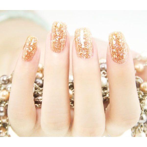 Glitter nails: Όλα τα σχέδια και χρώματα για εντυπωσιακά γιορτινά νύχια - Missbloom.gr