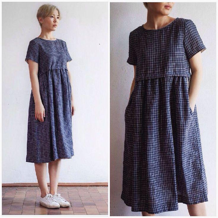 Темно-синее платье из льна в белую клеточку. Все размеры. В магазине и на сайте ustakustam.ru. Оперативная доставка по всему миру.