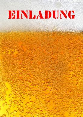 Witzige Geburtstagseinladung mit vollem Bierglas mit viel Schaum.