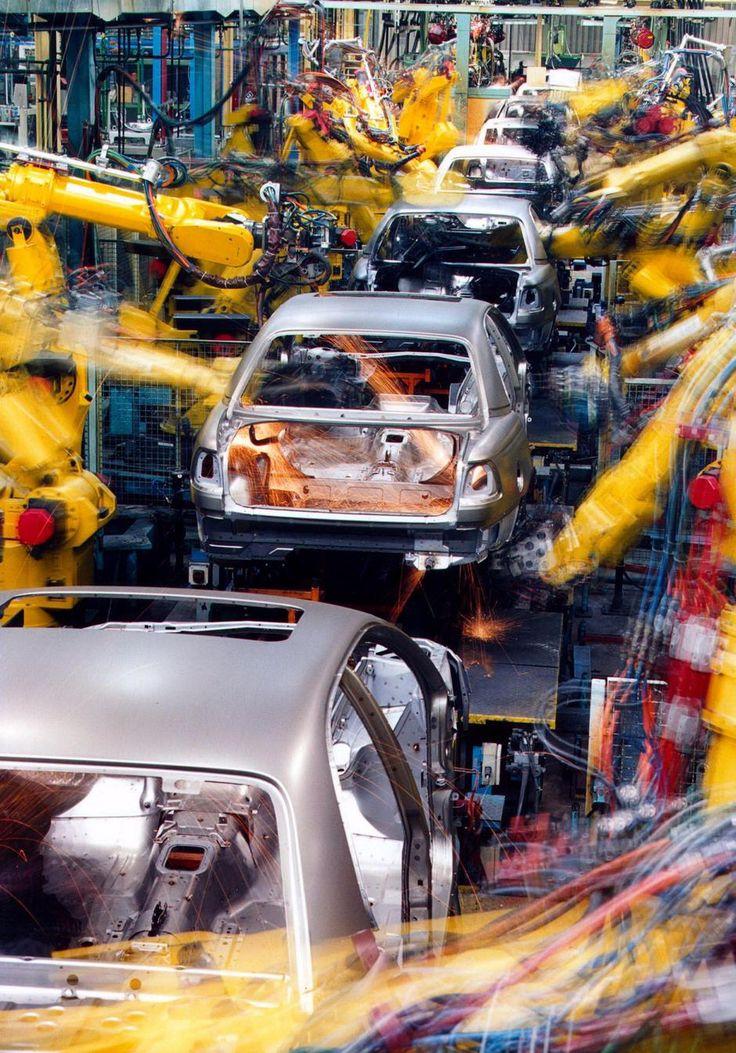 Robotarme. Robotter bygger Opel-biler på en fabrik i Rüsselheim i Tyskland. - Foto: AP / Opel