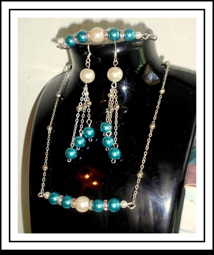 Parure delicate de 3 bijoux, en perles Bleu et blanches : Parure par…