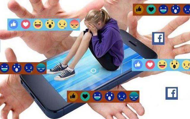 """Facebook: """"No al suicidio"""". Il social attiva il servizio amico Su Facebook s'incontra di tutto. Informazioni utili ma anche no. Tra tanti post però è possibile leggere anche quello di un amico o conoscente che dice di volersi suicidare. Ecco che Facebook mette a #cyberbullismo #adolescenti #italia"""