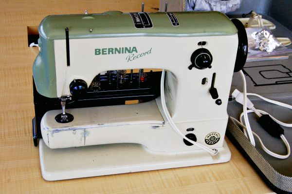 The Machine I Learned to Sew On: Bernina 530 Record. Nice detailed posting about this lovely vintage Bernina.