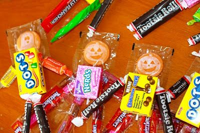Halloween treats for the kiddos.Crafts For Kids, Drawing Pretty, Halloween Fun, Halloween Crafts, Fun Size, Martha Stewart, Size Candies, Pretty Nifty, Candies People