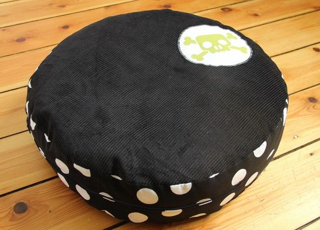 """Rundes Cord-Kissen """"Haudegen"""", Bio-Dinkelspelz - Another nice pillow, which would work perfectly on our couch <3"""