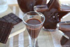 Liquore al cioccolato, scopri la ricetta: http://www.misya.info/ricetta/liquore-al-cioccolato.htm