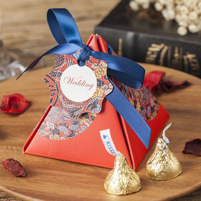 50 pz favore di cerimonia nuziale di carta rossa ribbon candy box imballaggio caramelle tradizionale cinese triangolare di cioccolato contenitore di caramella