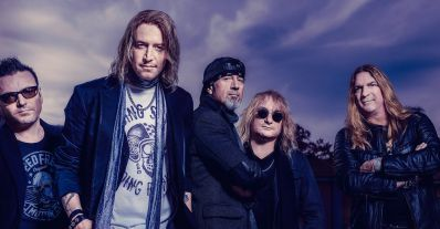 """Après vingt-cinq ans de bon et loyaux services, le mythique groupe de rock Gotthard a décidé de remettre le couvert avec son nouvel album """"Silver"""", disponibl..."""