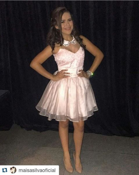 Fashionistas de Plantão - Blog de moda : Larissa Manoela, vestidos | Festa 15 anos                                                                                                                                                                                 Mais