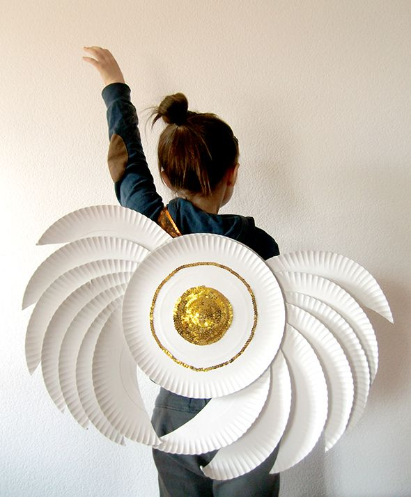 Some plates perfectly placed and a gold touch will be transformed into cute angel wings!