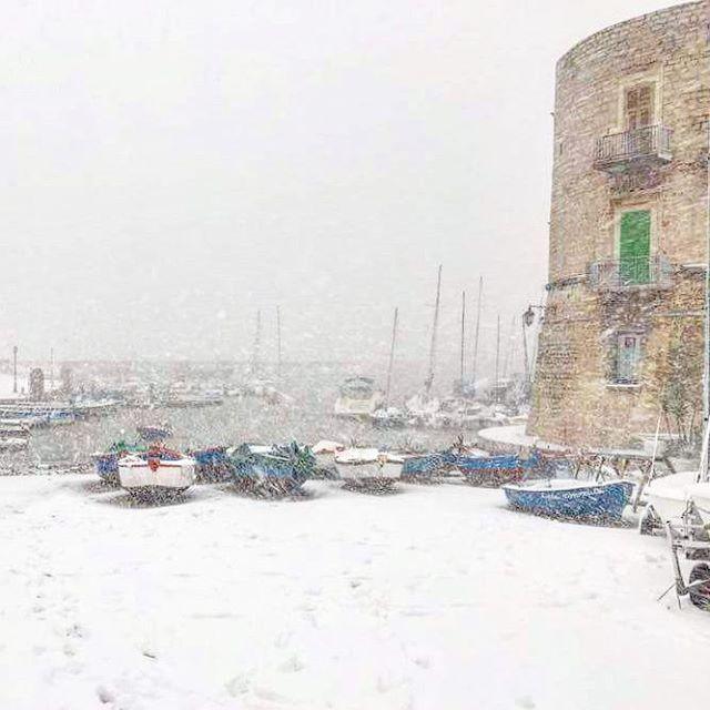 #giovinazzo #snow #porto #boat #loveboat #porticciolo #ancientcity #cityonthewater #sunset #travel #ancientcity #land #landscape #puglia #pugliagram #pomeriggio #summer #personalholiday  #regionepuglia #puglia_city  #instagood #gorgeus #cool #like4like #igers #italia #igersitalia #istantgallery #instagood #instaitalia#editoftheday #architecture