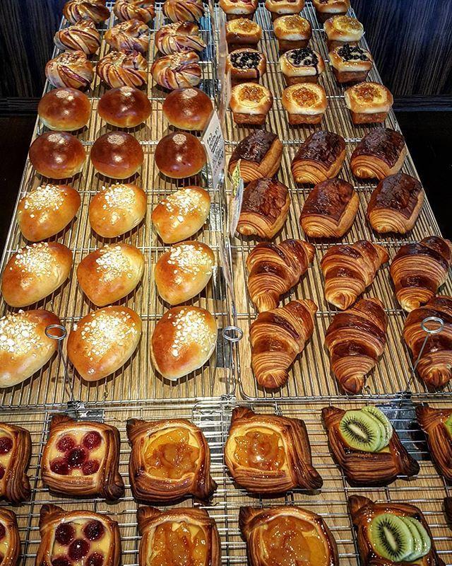 #pandekiran #breads #pan #pane #brioche #painauchocolat #pastry #dessert #croissant #pastrychef #pastryelite #pastrydelights #like #like4like #boulangerie #igersjp #eatmunchies #chefroll #osaka  #クロワッサン #チョコクロ #あんこ #あんぱん #ペストリー #クリームパン #千里丘 #吹田 #北摂  #大阪のパン屋さん  #大阪 .