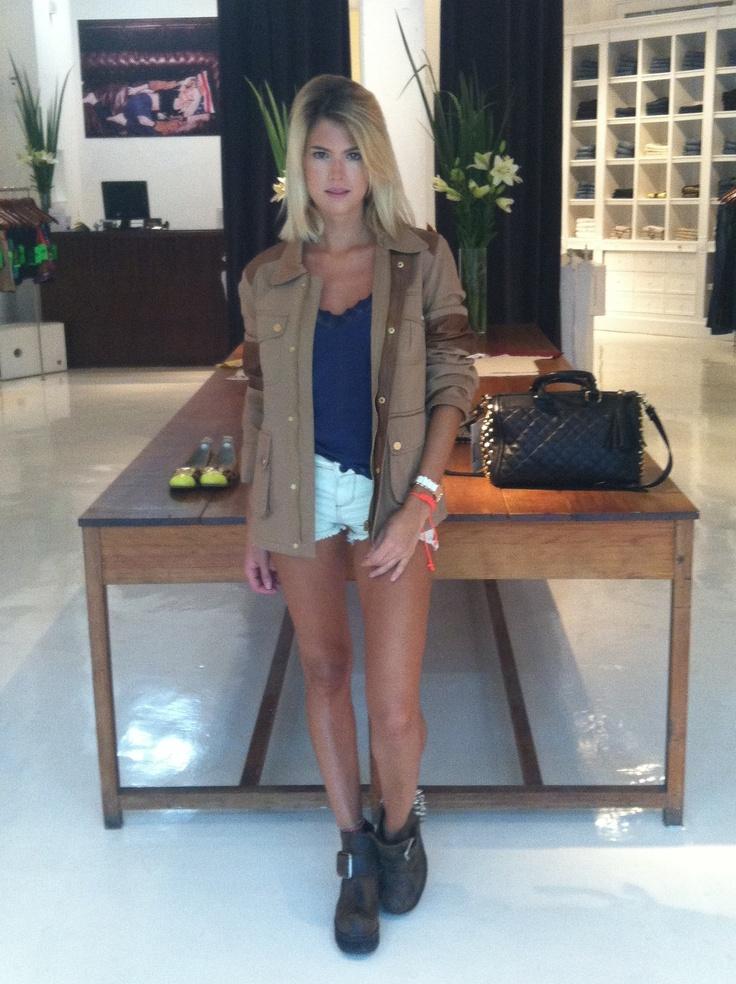 Mery Del Cerro: Short Isabella - Blusa Seda Serafina - Rain Hunter
