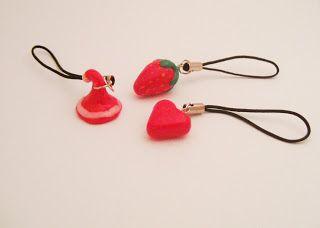 Kedy kreatív termékek: Piros mobildísz gyűjtemény (mikulássapka, eper, szív)