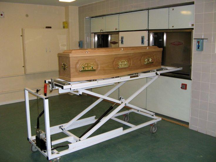 """Для очерка, посвящённого росту популярности кремации в США, журнал """"Тайм"""" отправил своего фотографа в командировку по американской глубинке, чтобы в…"""