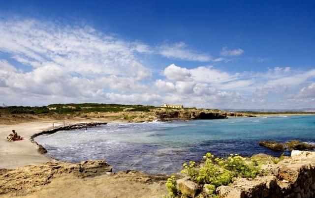 A sud dell'Oasi di Vendicari, la spiaggia della Cittadella è formata da due calette tra le rocce e da una spiaggia più grande e aperta. Per raggiungerla spiaggia si può scendere da una suggestiva scalinata di sasso che passa attraverso un fico secolare