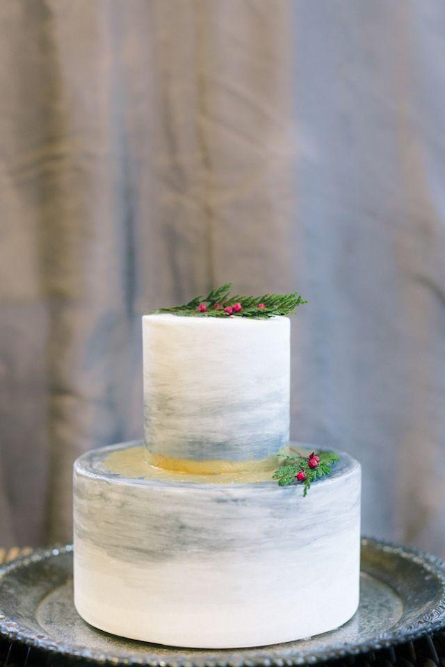 Christmas wedding cake | Amy Donohue Photography