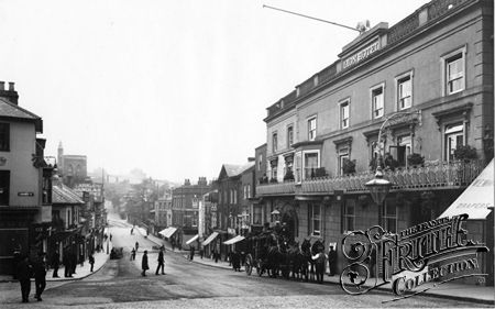 The (White) Lion Hotel, High Street, Guildford c.1914.