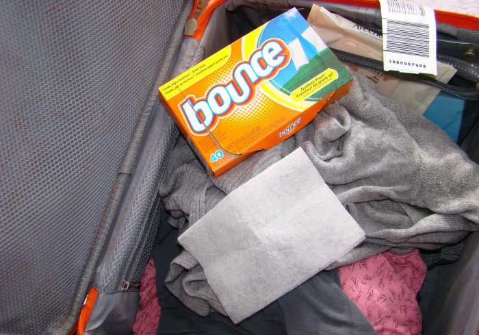 mettre une ligette assouplissante dans la valise pour que le linge sente bon