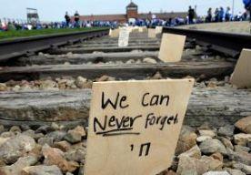"""16-Apr-2015 21:24 - RUTTE OVER ANTISEMITISME: WE MOETEN ALERT BLIJVEN. Het is belangrijk dat we de Holocaust blijven herdenken, vindt premier Rutte, juist omdat de moord op de Joden tijdens de Tweede Wereldoorlog steeds langer geleden is. Daardoor worden de feiten steeds minder goed voorstelbaar. De premier sprak bij de Jom Hasjoa-herdenking in de Hollandsche Schouwburg in Amsterdam. """"We moeten alert blijven. Alert en waakzaam"""", zei de premier. De geschiedenis en de actualiteit leren """"hoe..."""