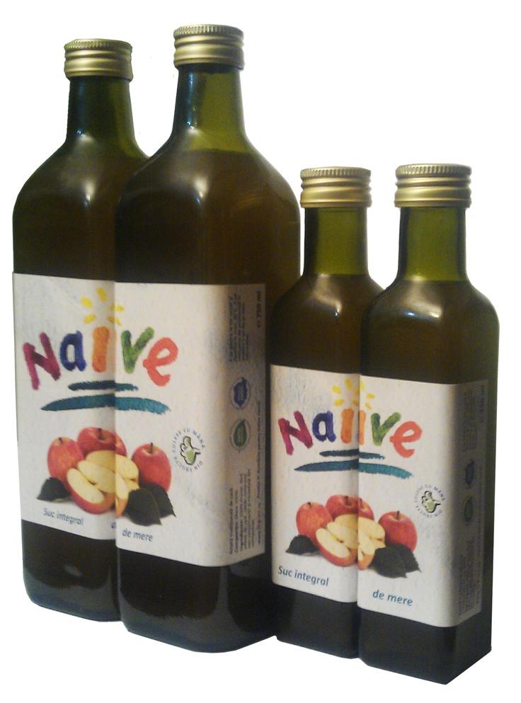 """Ştiţi vorba englezilor: """"Like father, like son""""? Ei bine, vă prezentăm noile sticle de suc din Fructe Naive, la 750ml şi la 250ml. Ca două picături de suc 100% natural, nu alta!"""