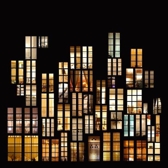 L'artiste Anne-Laure Maison sillonne les villes et observe les immeubles et leurs fenêtres illuminées à la nuit tombée.