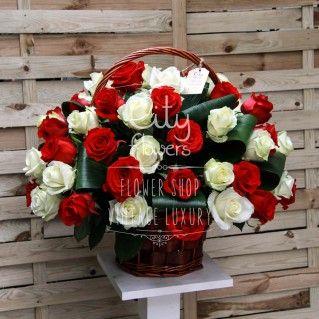 Cadoul Cityflowers.ro special pregatit pentru sarbatoritele din acest weekend, alaturi de urarile noastre de sanatate si fericire- Cosul cu 61 trandafiri rosii si albi. Detalii: http://cityflowers.ro/rosu-si-alb