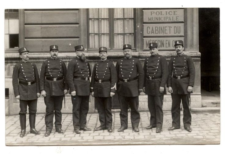 CARTE PHOTO ANCIENNE DE 1910.POLICE MUNICIPALE.CABINET DU MEDECIN EN CHEF | eBay