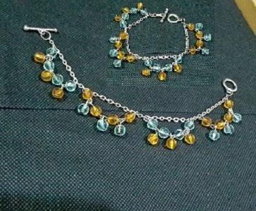 Sweet Caribean..  Kode : LG06 Harga : Rp 25.000,- Status : Limited Edition Description : Terbuat dari crystal china biru dan putih  langsung sms aku aja yah sis.. ^__^ di081314115463