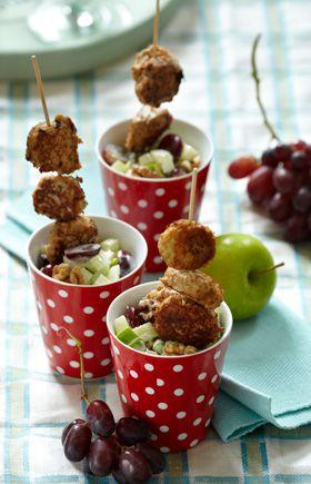 Opskrift  Frikadellespid med waldorfsalat   Nem sommermad i praktiske portionsanretninger   God festmad til ude og inde   Børnefødselsdagen eller andre festligheder