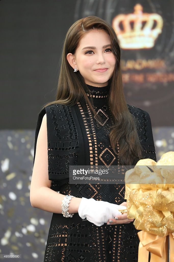 Model Hannah Quinlivan attends the opening ceremony of Breeze Center in Xinyi District on November 5, 2015 in Taipei, Taiwan of China.