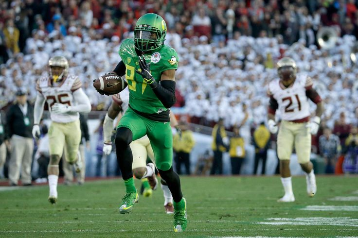 Wide receiver Darren Carrington #87 of the Oregon Ducks scores on a 56-yard pass against the Florida State Seminoles in the third quarter of the College Football Playoff Semifinal at the Rose Bowl Game presented by Northwestern Mutual at the Rose Bowl on January 1, 2015 in Pasadena, California. (Dec. 31, 2014 - Source: Jeff Gross/Getty Images North America)