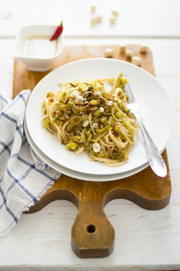 Linguine ai porri di Cervere con emulsione di Nocciole Piemonte IGP - Italian recipes: Linguine with Cervere leeks and sauce of Piedmont IGP hazelnuts