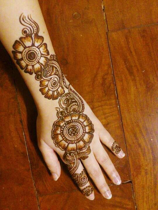 Simple Arabic mehandi for Hands