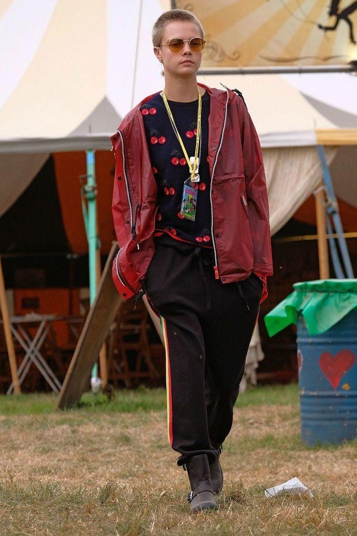 #caradelebingne #burgundyjacket #burgubdyrainjacket #rainjacket #cherriesweater #trackpants #blacktrackpants #militaryboots #militaryblackboots #festivalfashion #festivaloutfits #festivalinspo