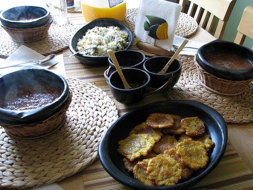 Comida Colombiana Frijoles y patacones