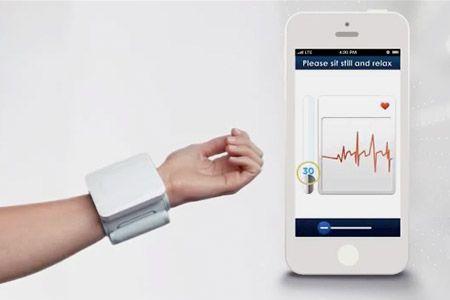 iHealth Tensiomètre poignet Prenez le poul de votre santé http://lecollectif.orange.fr/media/corner-objets-connectes/produit/ihealth-tensiometre-poignet/