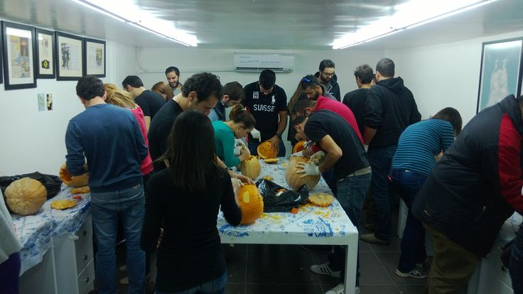 Everyone's enjoying carving! #Jobedu #Halloween #Pumpkins #PumpkinCarving #JobeduHalloween  http://www.jo-bedu.com/