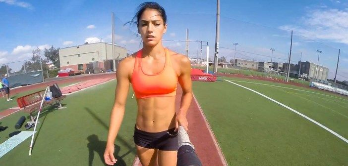 L'athlète sexy Allison Stokke saute à la perche avec une GoPro. Cette vidéo va vous donner envie de sauter à la perche !