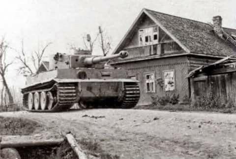 Tiger N°213 of Otto Carius Zugführer in 2.Kompanie schwere Pz-Abt 502, Chernovo…