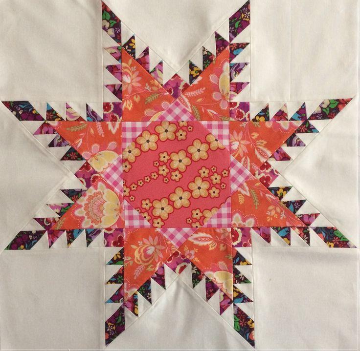 Heute darf ich euch endlich auch meinen Zentrumsblock für den BERNINA Medaillon-Quilt zeigen! Es ist der Radiant Star,auch Feathered Star genannt.    Wir hatten euch ja schon im ersten Blogbeitrag angekündigt, dass unsere Zentrumsblöcke unterschiedlich sein werden. Während Dorthe euch gestern in schönen Paper-Pieced-Zentrumsblock gezeigt hat – hier der Link zum Artikel –, werdet ihr bei m ...