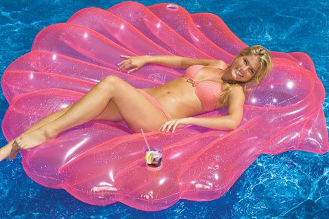 Going to need one of these seashell pool rafts so I can pretend I'm a mermaid this summer