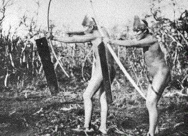 Los changos fueron un pueblo pescador que habitó las costas desde la actual Región de Antofagasta hasta la zona central. Para pescar usaban balsas de cuero de lobo marino infladas que unían con fuertes ligaduras y sostenidas con tablillas de madera.