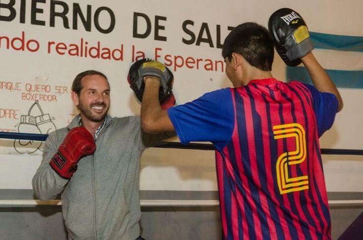 """""""Es bueno que vengan los precandidatos a dar una palabra de aliento"""": Antonio Gutiérrez, responsable de la escuela de boxeo """"Amilcar…"""