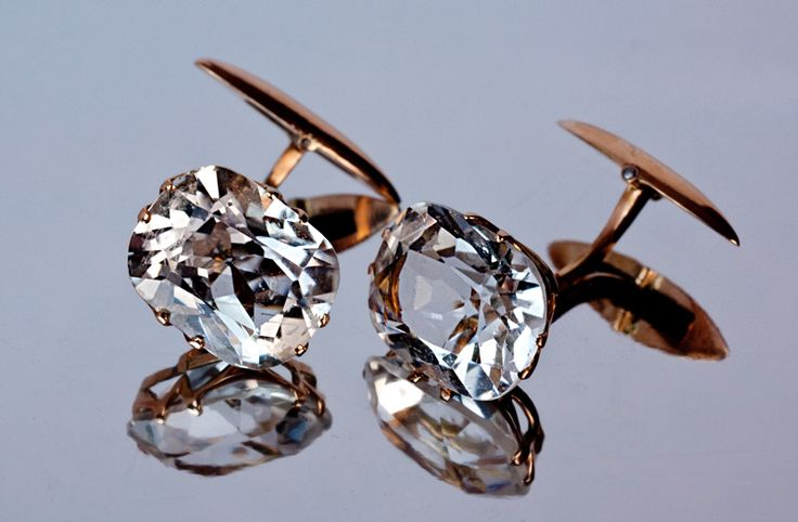 A pair of antique 14 K gold cufflinks set with two sparkling cushion cut rock crystals. Made in Kiev between 1908 and 1917. The rock crystals are 12 x 15 m