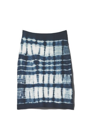 Horizontal tie-dye emphasizes natural curves.: Style Pinboard