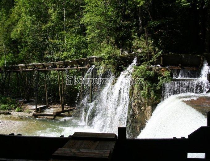 Vodopády Palfau a dřevěná vodní stezka v údolí řeky Mendling