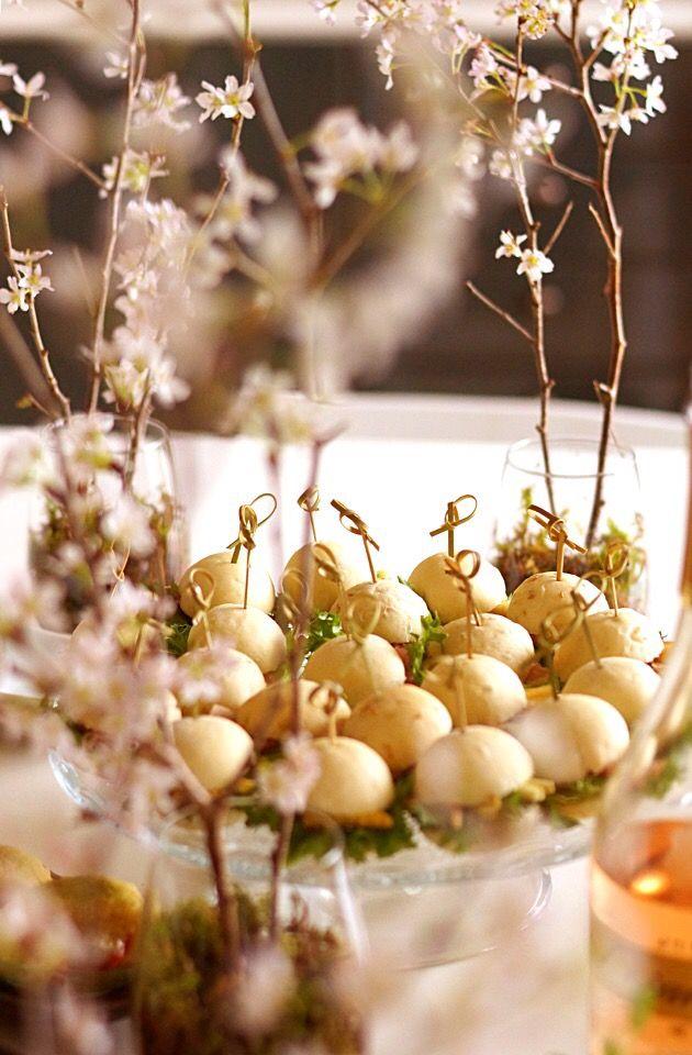 Fumiko  Ueno's dish photo 桜アフタヌーンティー | http://snapdish.co #SnapDish #パーティー #お花見 #ハンバーガー
