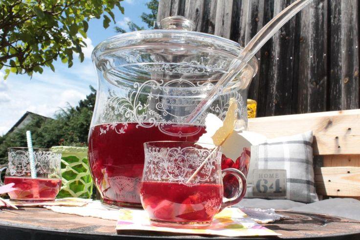 DIY: Meine Top 3 Sommerbowlen - Beitrag zum grossen Sommerfest - Sichert euch schnell die Rezepte für die Sommerbowle - dann kann die Gartenparty am Wochenende steigen!